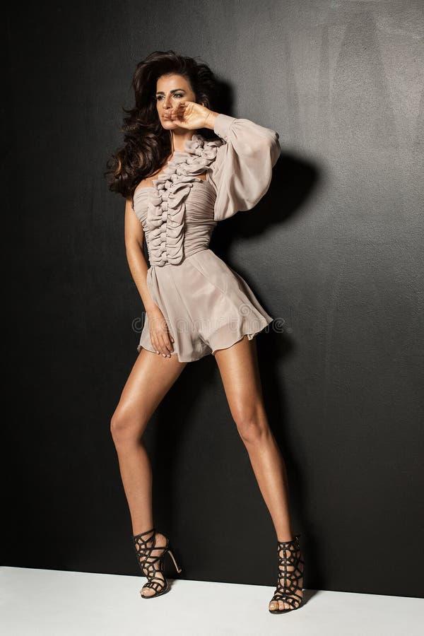 Levantamento 'sexy' da mulher da forma imagens de stock