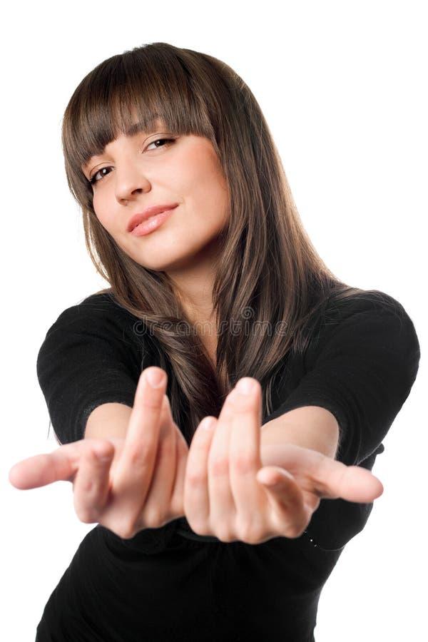 Levantamento triguenho brincalhão no vestido preto fotografia de stock royalty free