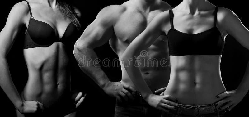 Levantamiento de pesas. Hombre y mujer imagen de archivo