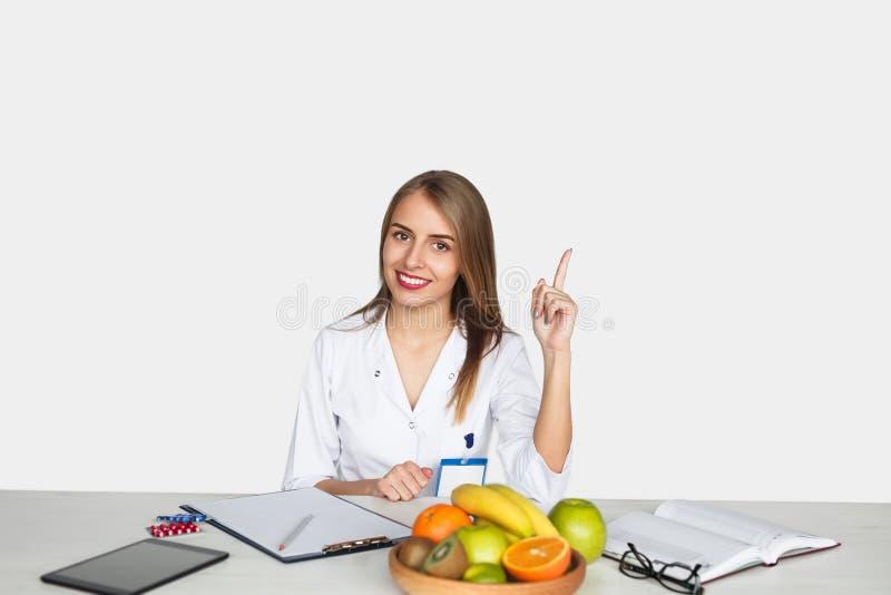 Levantando o doutor no desktop fotografia de stock royalty free
