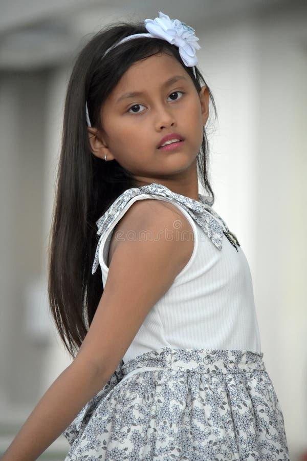 Levantando o Tween fêmea asiático bonito imagens de stock royalty free
