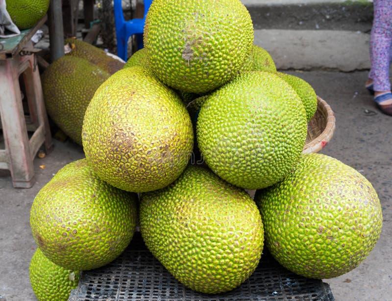 Levante la fruta, fruta tropical exhibida en la mercado de la fruta de Vinh Long, delta del Mekong La mayoría de frutas del ` s d imagen de archivo libre de regalías