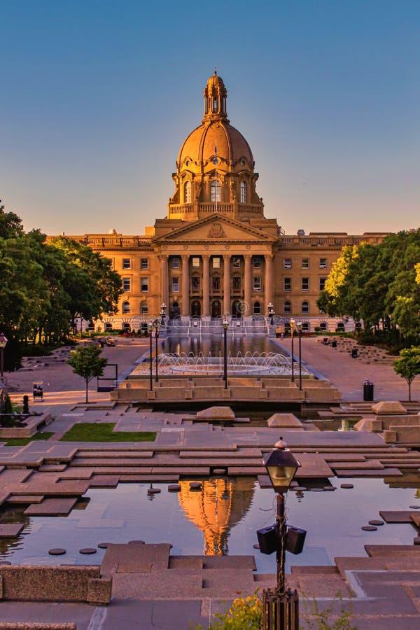Levendige Alberta Legislature Reflections royalty-vrije stock afbeeldingen