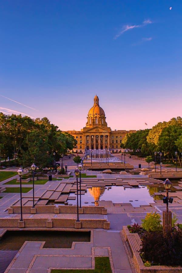 Levendige Alberta Legislature Reflections royalty-vrije stock fotografie