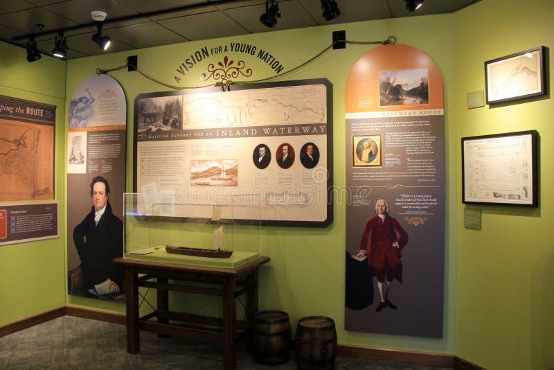 Levensgrote tentoongestelde voorwerpen die het leven op het kanaal afschilderen, Angstaanjagend Kanaalmuseum, Syracuse, New York, royalty-vrije stock foto's