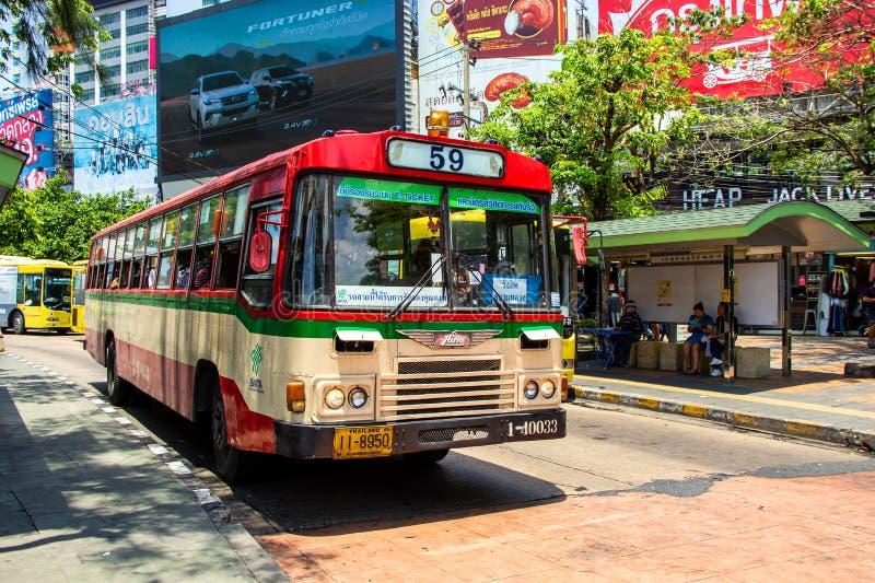 Levensstijl van de diverse reis van de mensenpassagier met autobus in het weekend royalty-vrije stock foto's