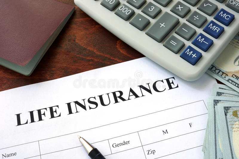 Levensverzekeringsvorm en dollars stock afbeelding