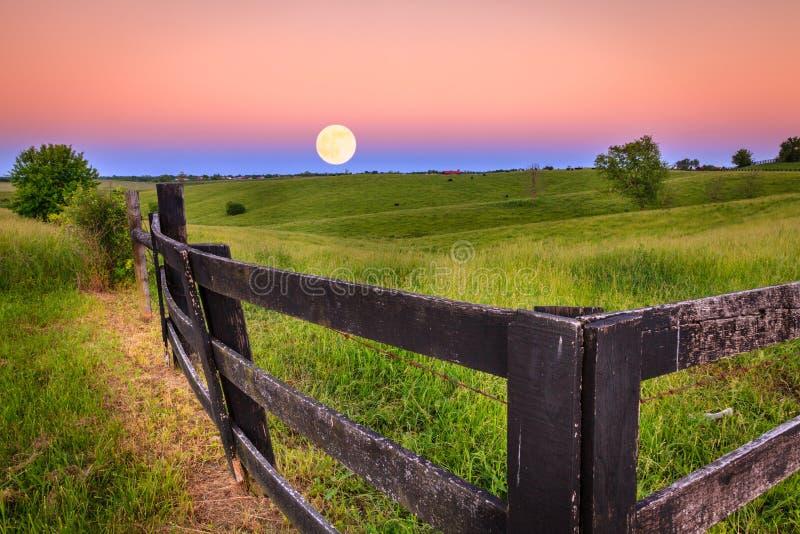 Lever de la lune images stock
