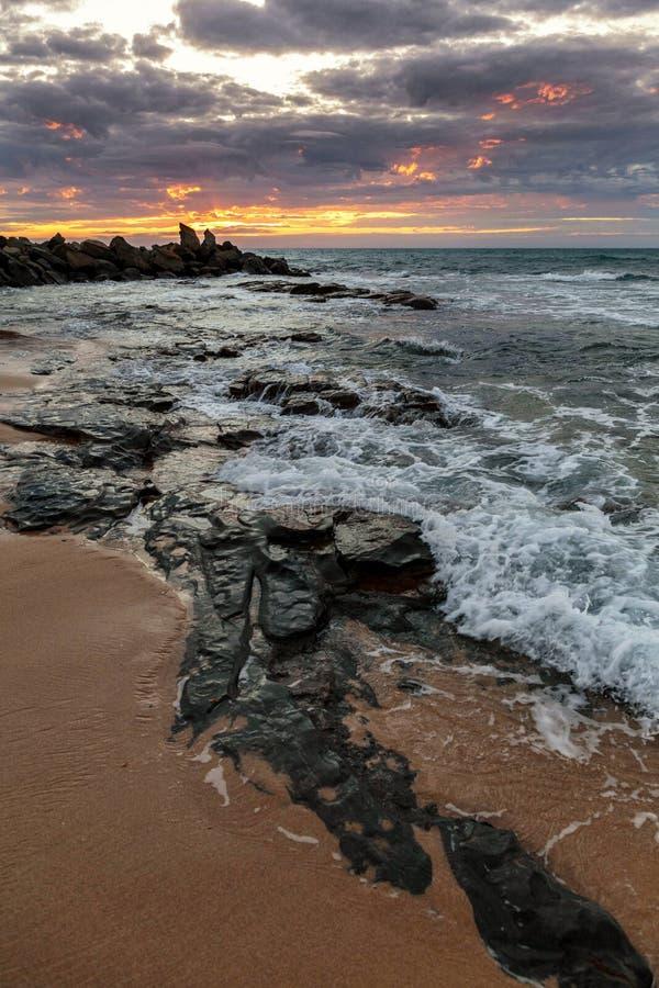 Lever de soleil à la baie d'Opollo, grande route d'océan, Victoria, Australie photographie stock