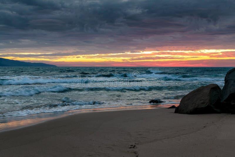 Lever de soleil à la baie d'Opollo, grande route d'océan, Victoria, Australie photos stock