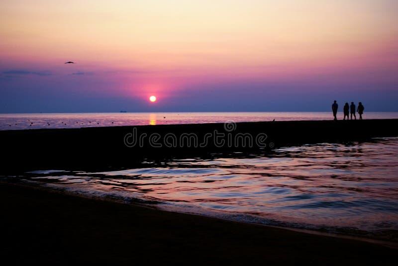 Lever de soleil à la mer image stock