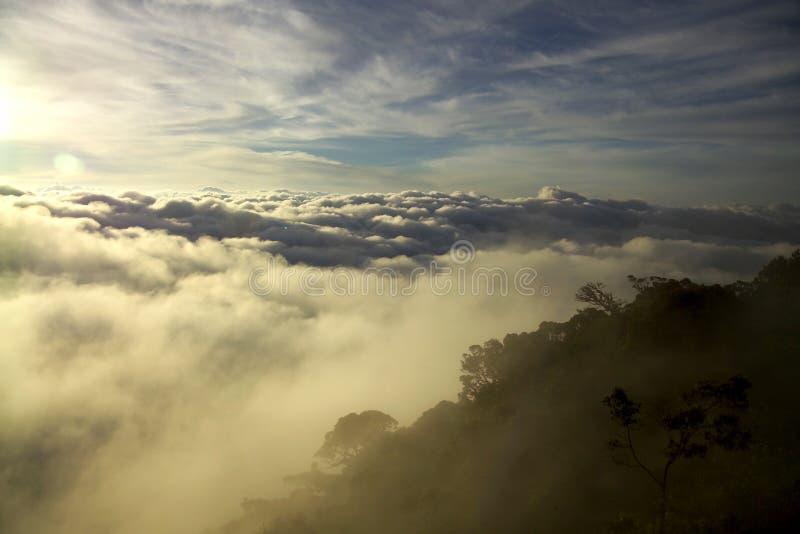 Lever de soleil à la montagne images stock