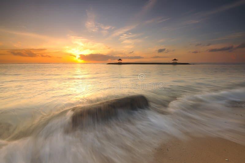 Lever de soleil à la plage de Sanur, Bali, Indonésie photographie stock libre de droits