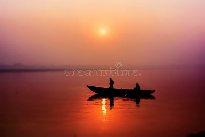 Lever de soleil à la rivière de Ganga photographie stock libre de droits