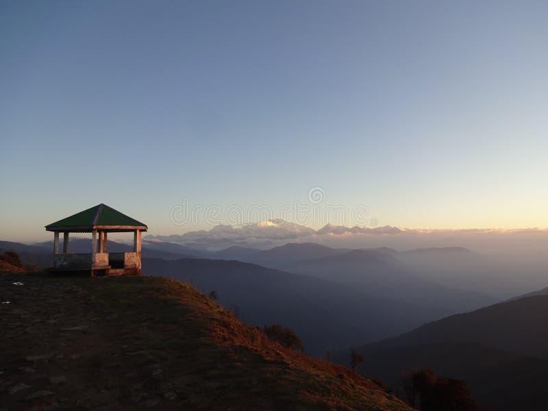 Lever de soleil à un stationnement national plus pluvieux de Mt kanchenjunga image libre de droits