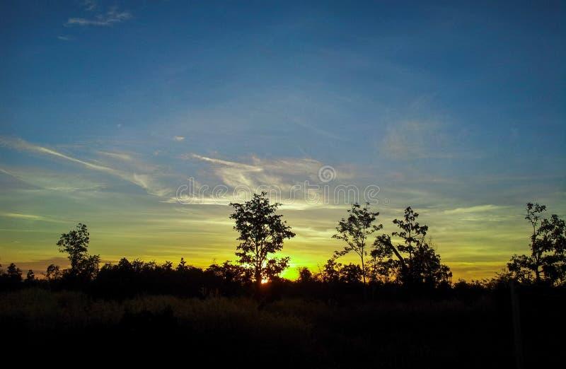 Download Lever de soleil 2 image stock. Image du nuages, couleur - 45363879