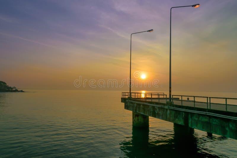 Lever de soleil au bord de la mer photo stock