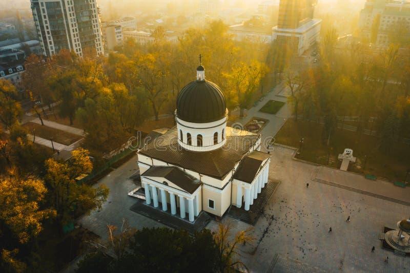 Lever de soleil au-dessus de Chisinau, Moldova Chisinau Metropolita photos stock