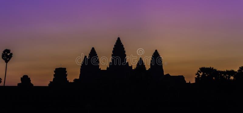 Lever de soleil au-dessus d'Angkor Wat image libre de droits