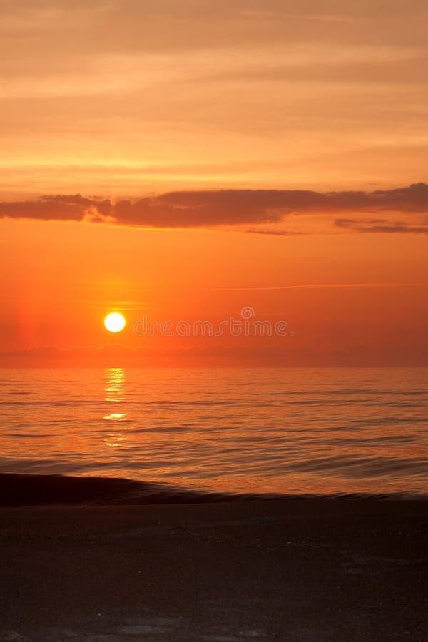 Lever De Soleil Au-dessus D Océan Photos libres de droits