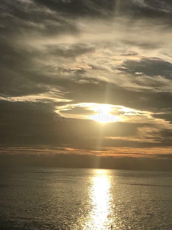 Lever de soleil au-dessus d'océan dans Los Cabos photo libre de droits