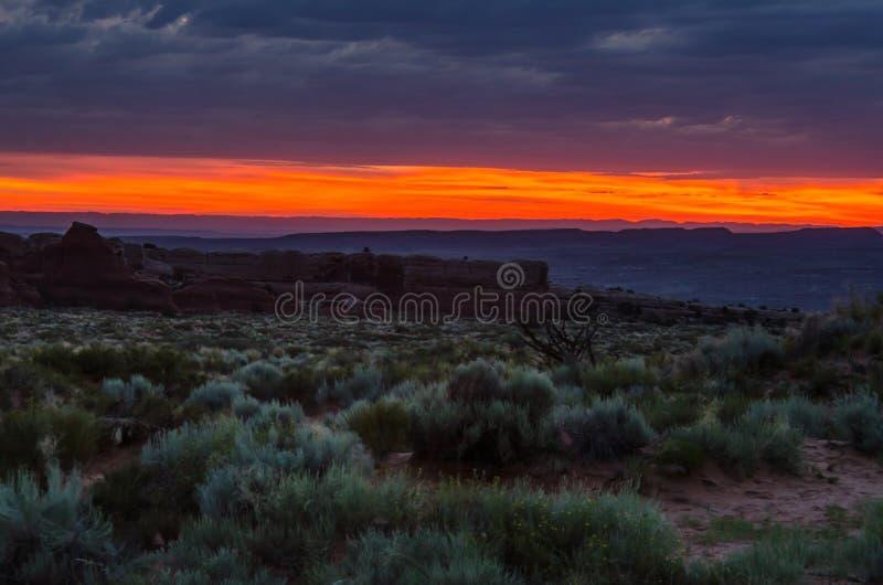 Lever de soleil au-dessus de désert photographie stock