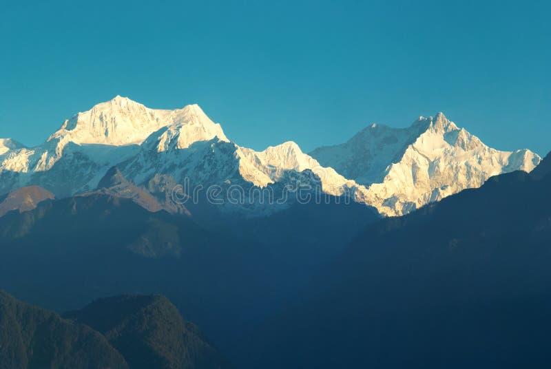 Lever de soleil au-dessus de Kangchenjunga images libres de droits