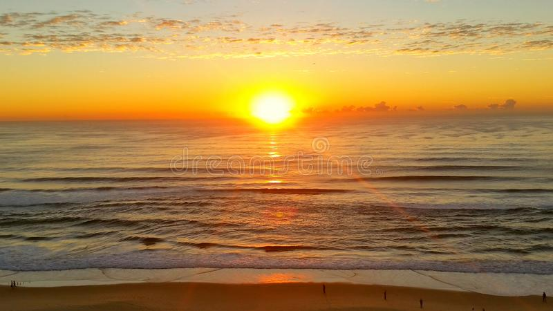 Lever de soleil au-dessus de l'océan images stock