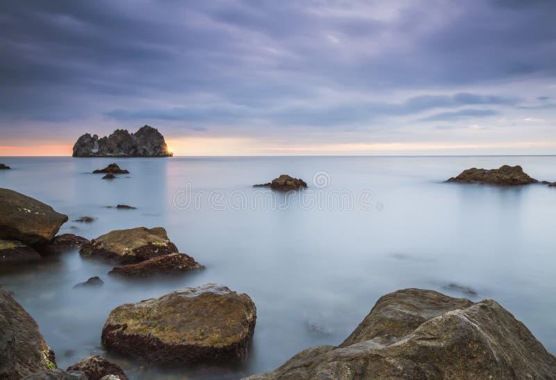 Lever de soleil au-dessus de la mer photos libres de droits