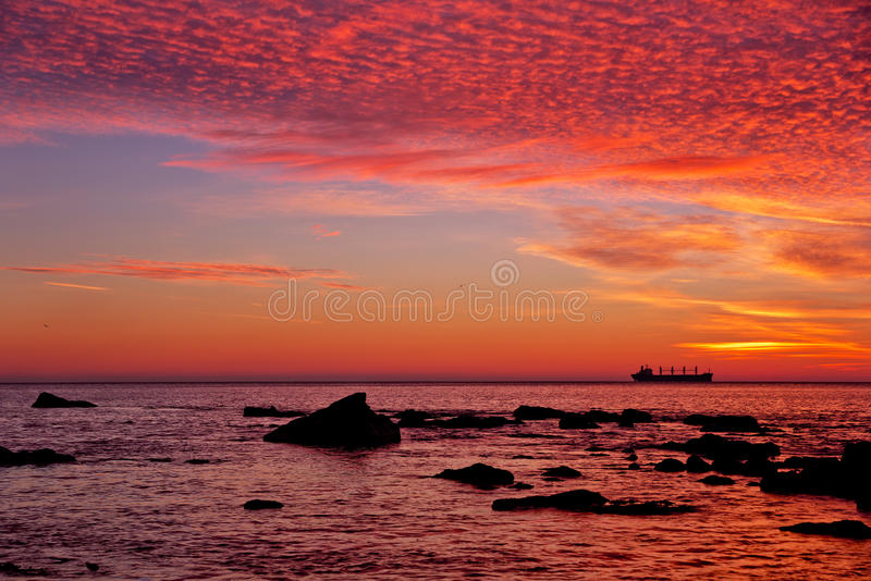 Lever de soleil au-dessus de la mer photo stock