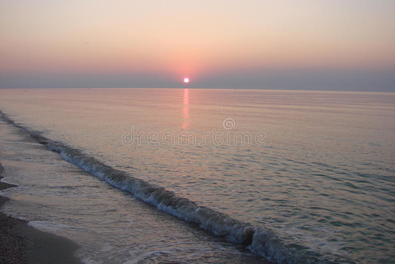 Lever de soleil au-dessus de la mer d'Azov image libre de droits