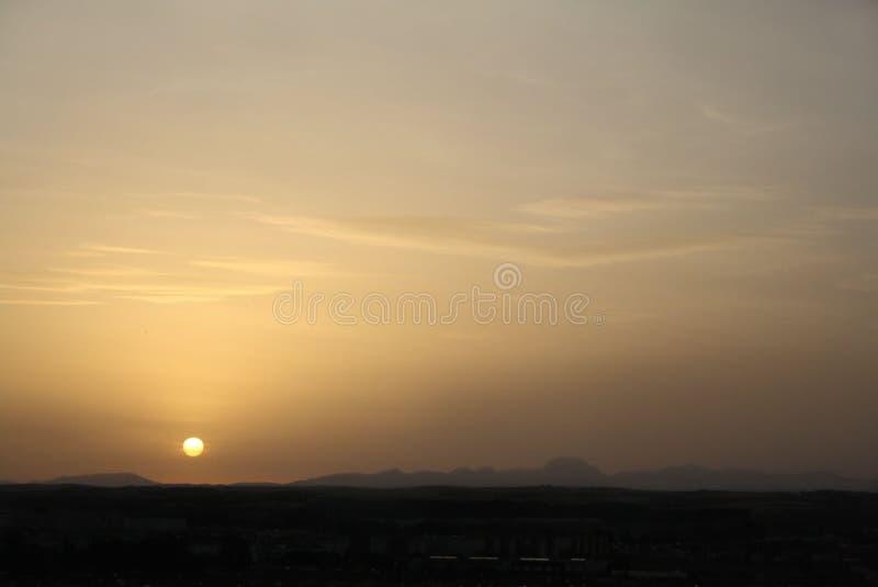 Lever de soleil au-dessus de la terre image stock