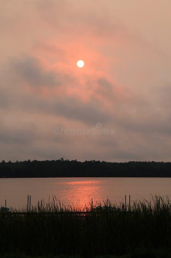 Lever de soleil au-dessus de lac potato photo stock