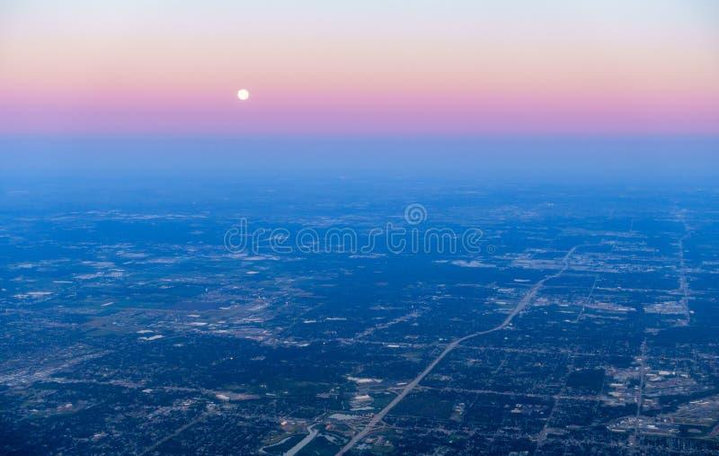 Lever de soleil au-dessus des banlieues de Chicago photographie stock libre de droits
