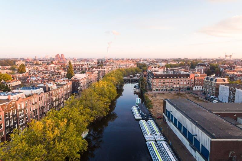 Lever de soleil au-dessus du canal d'Amsterdam photo libre de droits