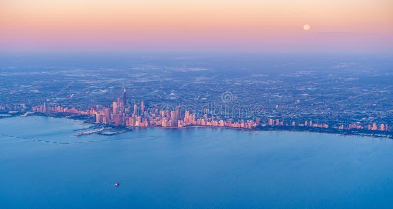Lever de soleil au-dessus du centre ville de Chicago photos stock