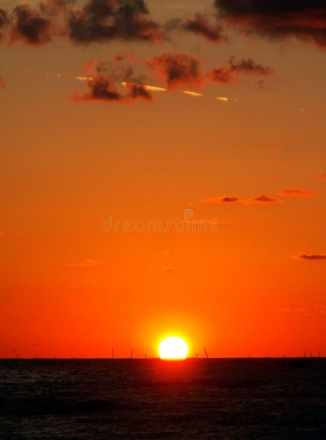 Lever de soleil au-dessus du filet de pêche 2 photos stock