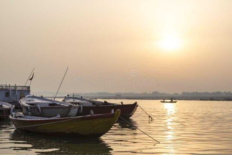 Lever de soleil au-dessus du Gange, Varanasi, Inde photo stock