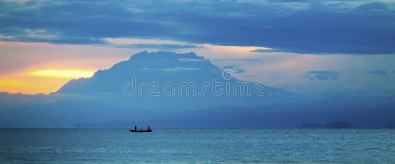 Lever de soleil au-dessus du mont Kinabalu, Bornéo, Sabah, Malaisie photographie stock