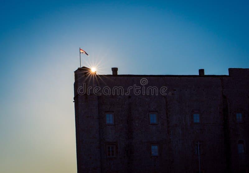 Lever de soleil au-dessus du mur médiéval Dubrovnik photos stock