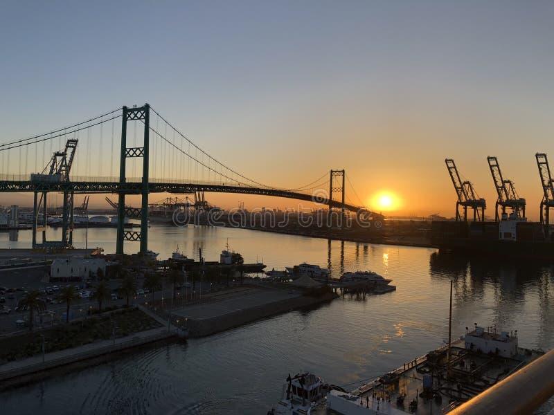 Lever de soleil au-dessus du port de Los Angeles images stock