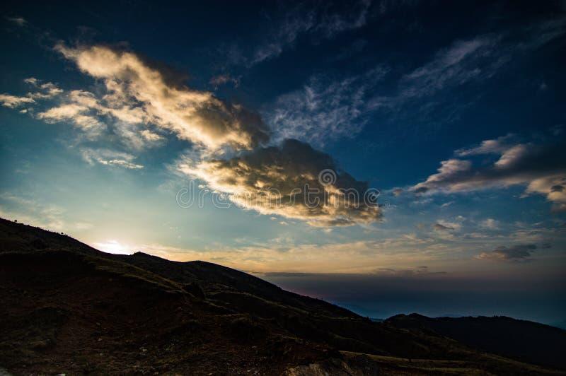 Lever de soleil au-dessus de la vall?e image libre de droits