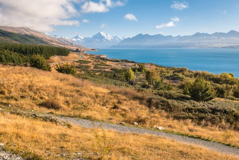 Lever de soleil au-dessus de lac Pukaki avec le cuisinier de Mt et les Alpes du sud dans la distance, île du sud, Nouvelle-Zéland photos libres de droits