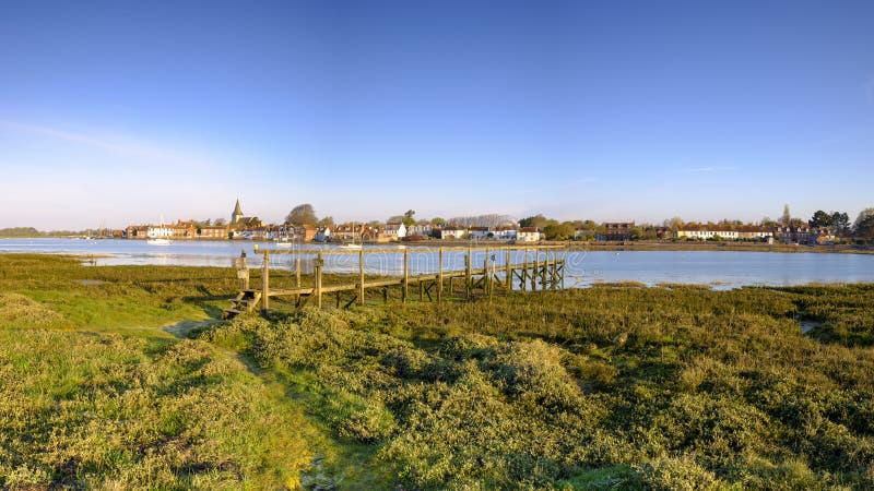 Lever de soleil au-dessus de port de Bosham et de village, le Sussex occidental, R-U image libre de droits