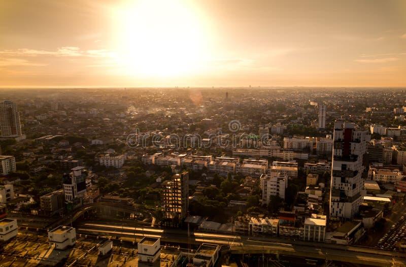 Lever de soleil au-dessus de ville à Bangkok Thaïlande photographie stock