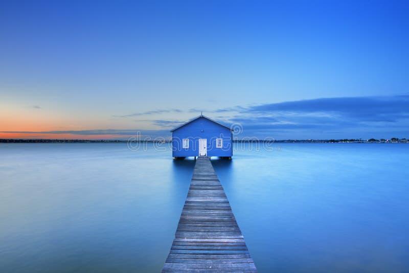 Lever de soleil au hangar à bateaux de Matilda Bay à Perth, Australie photographie stock libre de droits