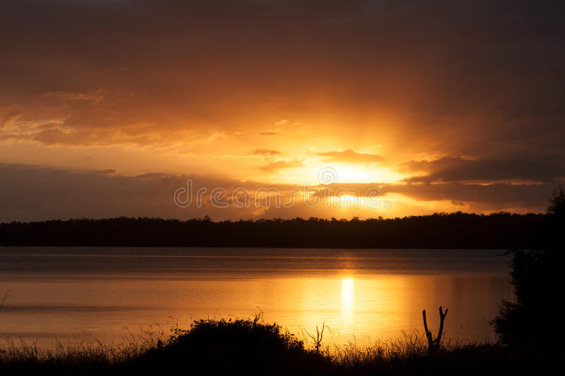 Lever de soleil au lac Samsonvale, Queensland photo libre de droits
