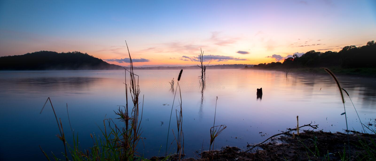 Lever de soleil au lac Samsonvale, Queensland photo stock