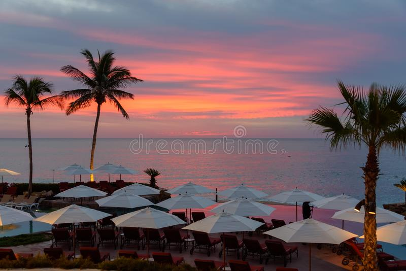 Lever de soleil au lieu de villégiature dans Cabo San Lucas, Mexique images libres de droits