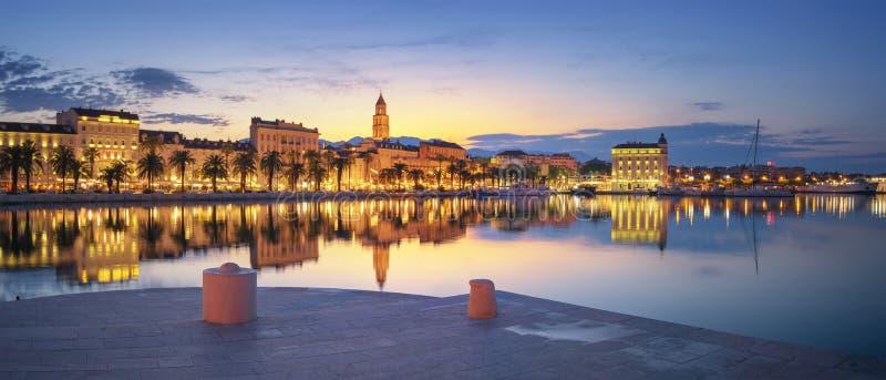 Lever de soleil au port de la fente - Croatie photographie stock libre de droits
